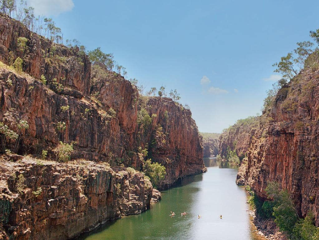 định cư Úc hay canada